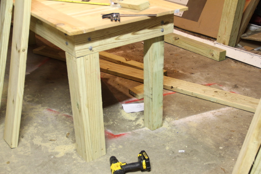 Clad vs unclad legs DIY table