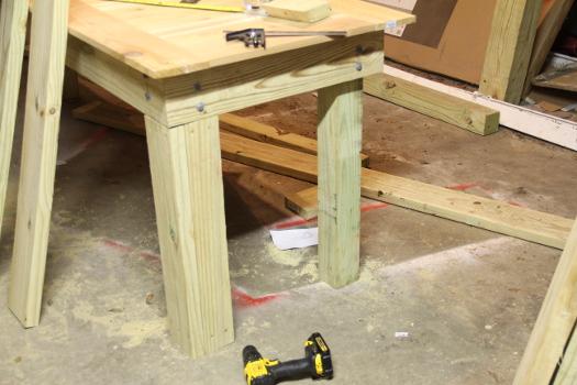 Clad vs unclad legs DIY table